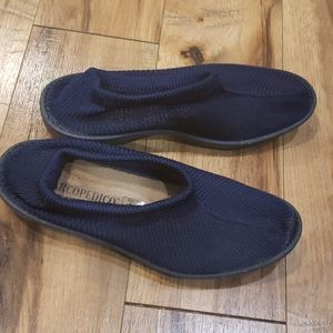 Arcopedico navy knit shoes